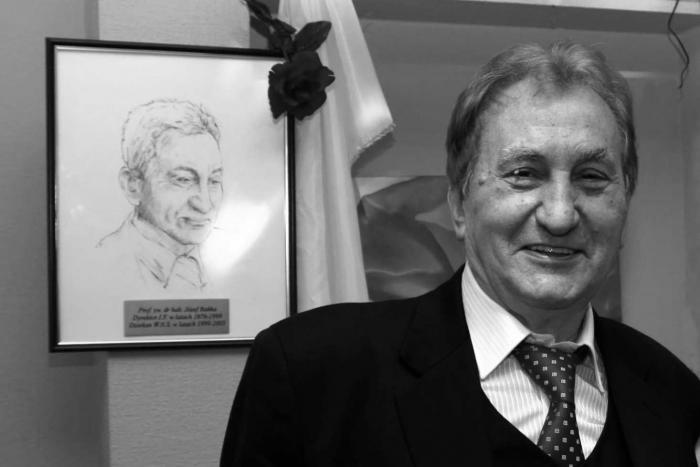 Prof. zw. dr. hab. Józef Bańka (Uniwersytet Śląski w Katowicach).